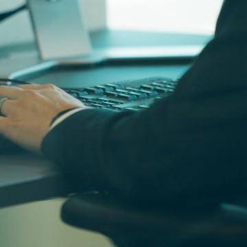 Köp datorer, skärmar och tillbehör från Crossnet